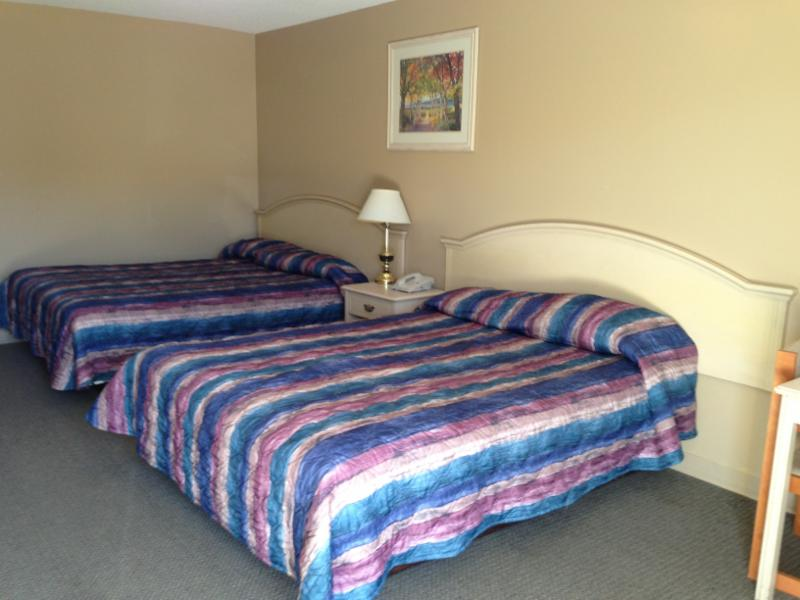 Twilite Motel - Photo 2