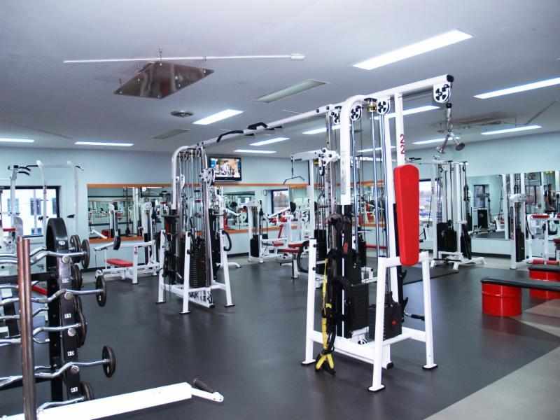 Club sportif 7 77 inc joliette qc 945 rue nicoletti for Club piscine joliette inc