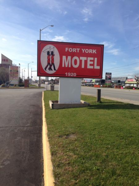 Fort York Motel - Photo 2