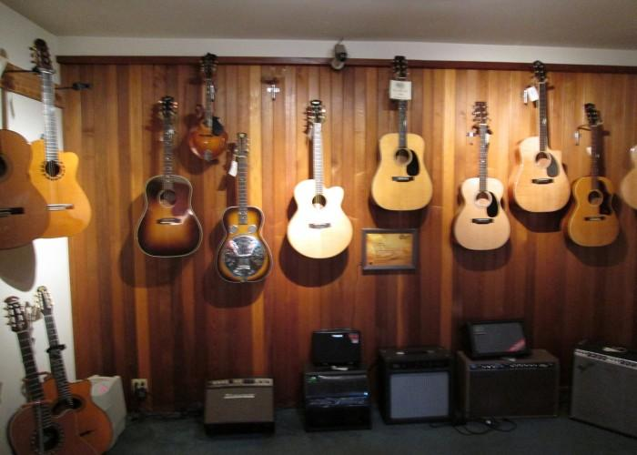 Acoustic Music Shop - Photo 3