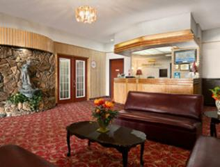 Howard Johnson Hotel - Photo 3