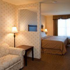 Comfort Inn & Suites - Photo 7