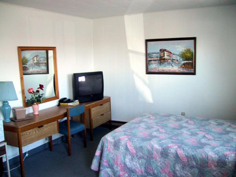 Island View Motel - Photo 6