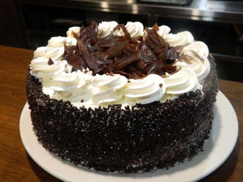 Avoir un morceau de gâteau et un café avec un ami chez Chateau Brock!