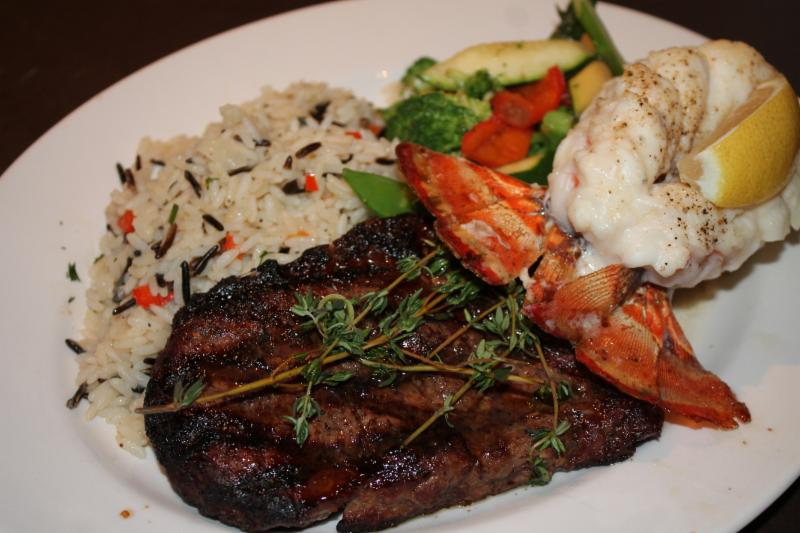 D-Jay's Restaurant Ichabod's Lounge & Patio - Photo 7