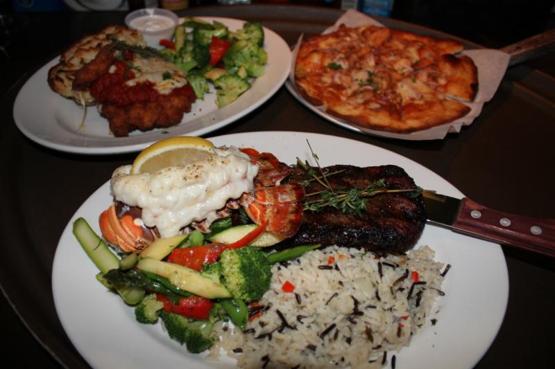 D-Jay's Restaurant Ichabod's Lounge & Patio - Photo 8
