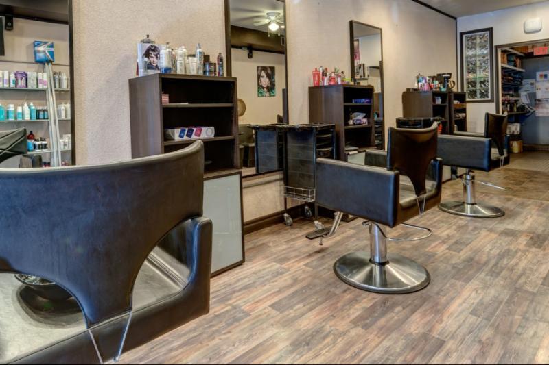 Razors Edge Hair Studio - Photo 1