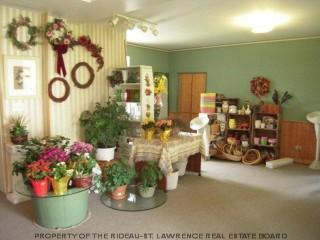 Reid's Flowers And Gifts - Photo 8