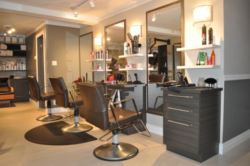 Coiffure mod le saint sauveur qc 19 av monette rr 4 canpages - Decoration interieur salon de coiffure ...