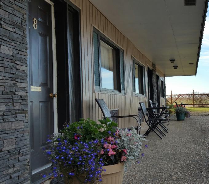 Maple Leaf Motel - Photo 3