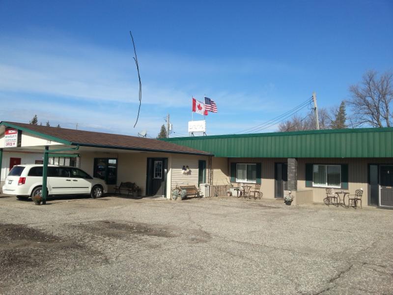 Maple Leaf Motel - Photo 4