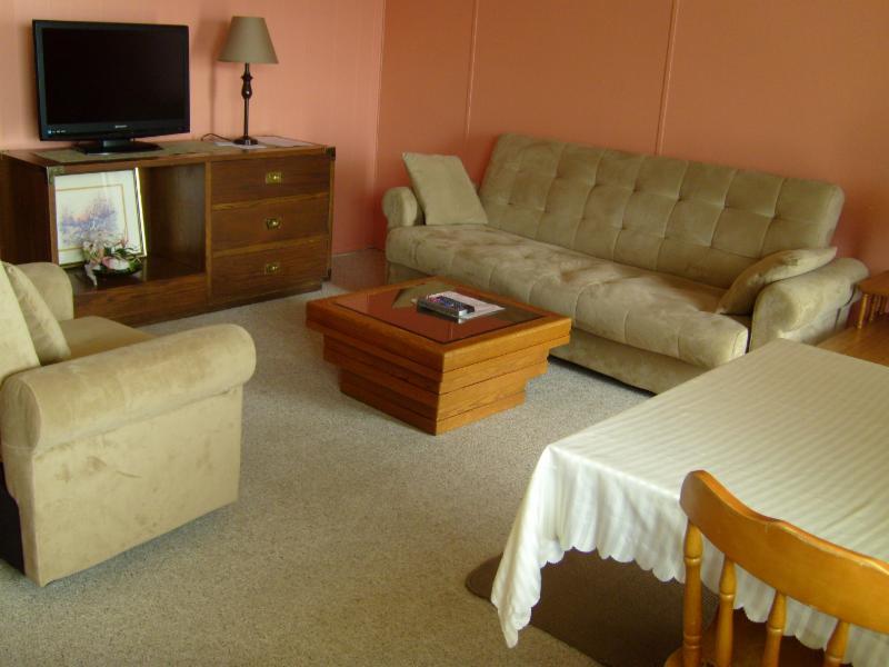 Maple Leaf Motel - Photo 14