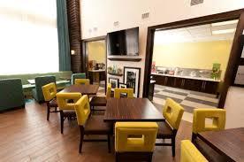 Hampton Inn & Suites - Photo 4
