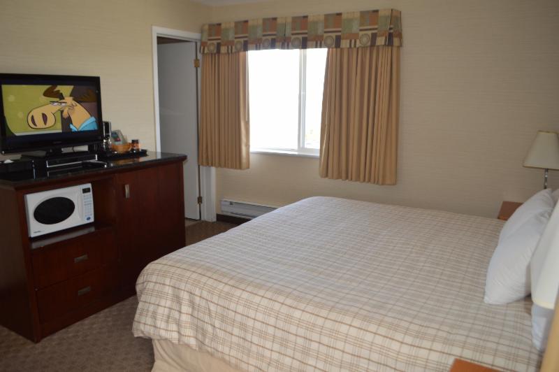 Canadas Best Value Inn & Suites - Photo 2