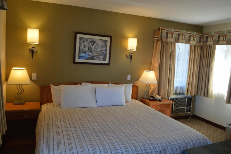 Canadas Best Value Inn & Suites - Photo 6