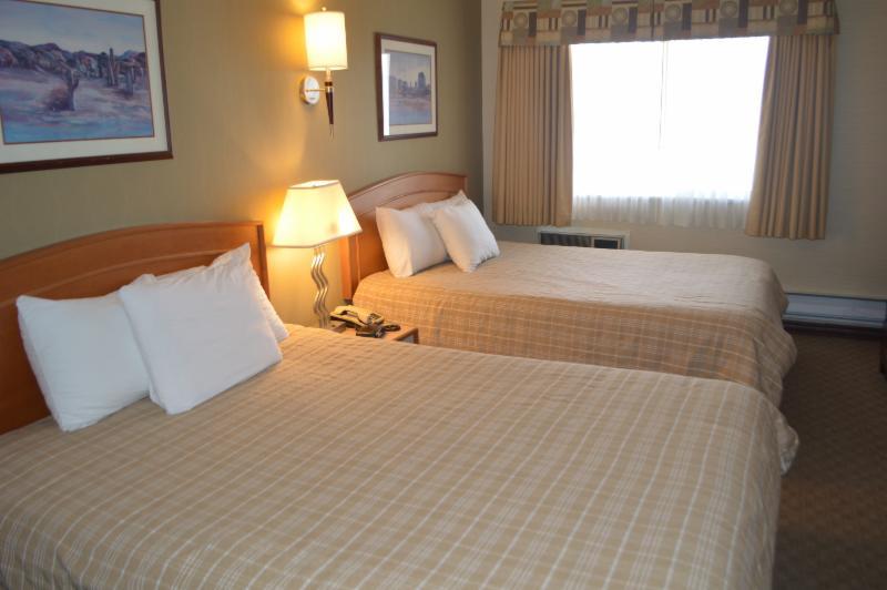 Canadas Best Value Inn & Suites - Photo 1