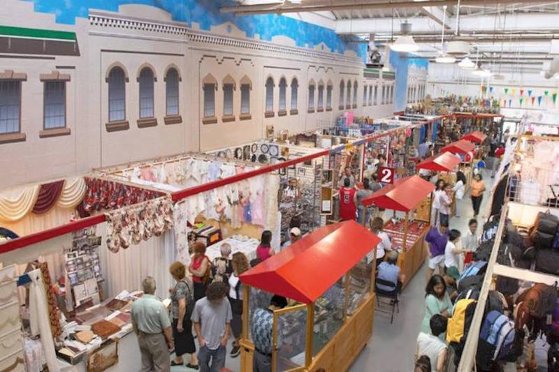 Merchants' Flea Market - Photo 4
