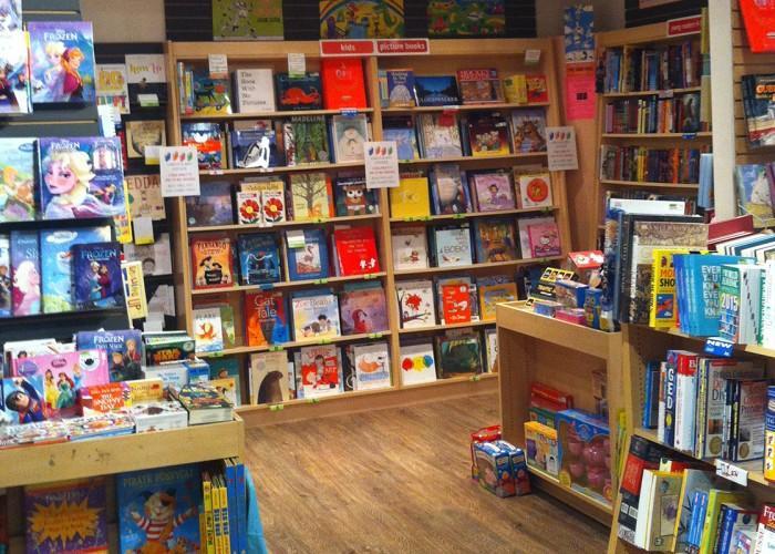 Black Bond Books Ltd - Photo 3