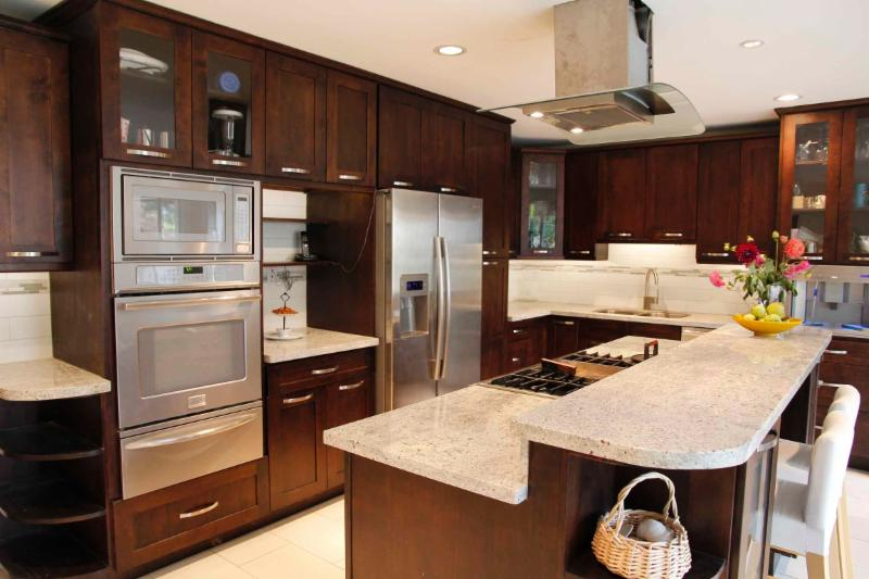 Vancouver cabinets opening hours 118 2560 barnet hwy for Bc kitchen cabinets
