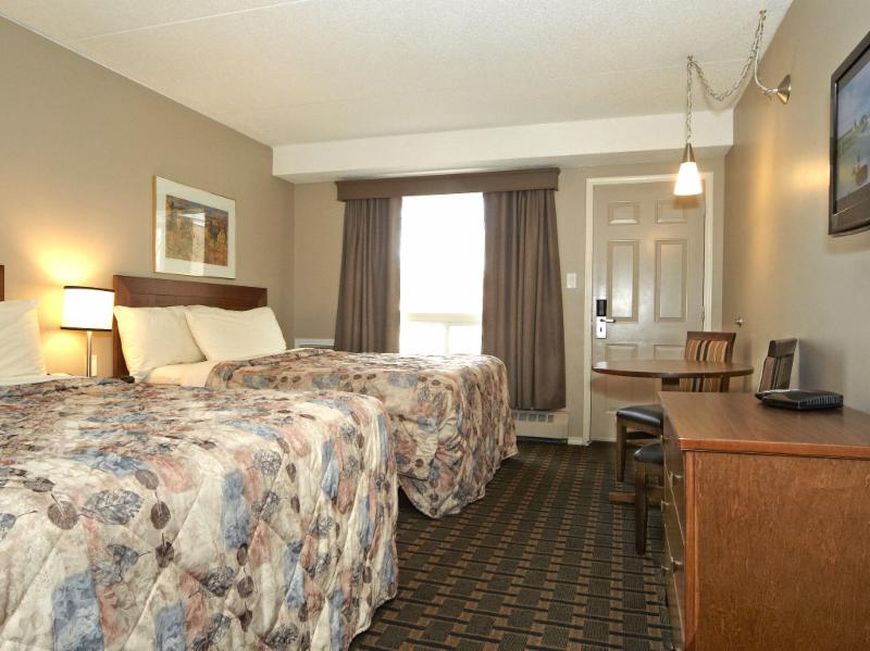 Colonial Square Inn & Suites - Photo 4