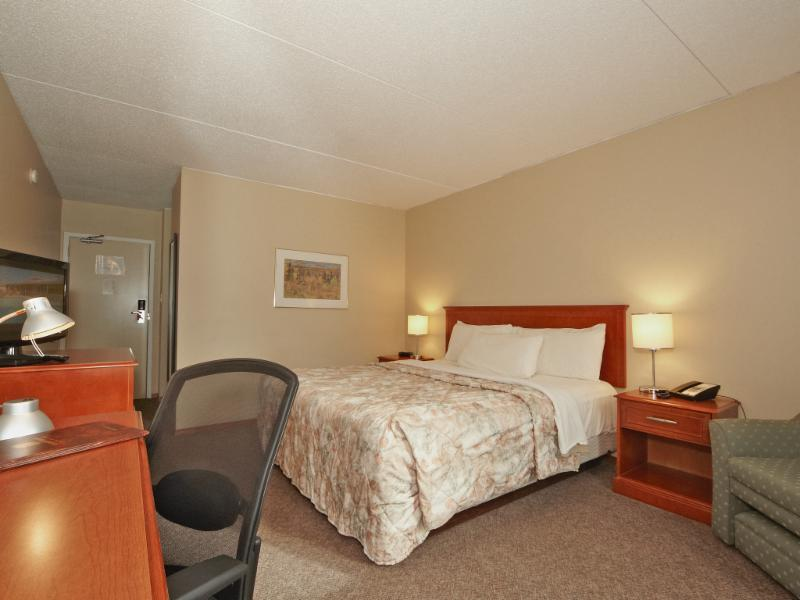 Colonial Square Inn & Suites - Photo 5