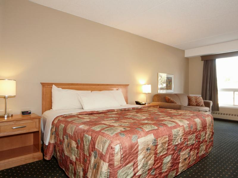 Colonial Square Inn & Suites - Photo 8