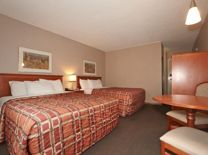 Colonial Square Inn & Suites - Photo 3