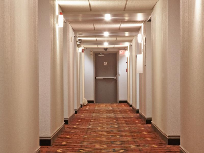 Colonial Square Inn & Suites - Photo 9