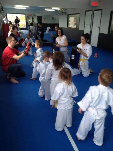 Arts martiaux contact opening hours 889a boul du cur for Cash piscine cuers