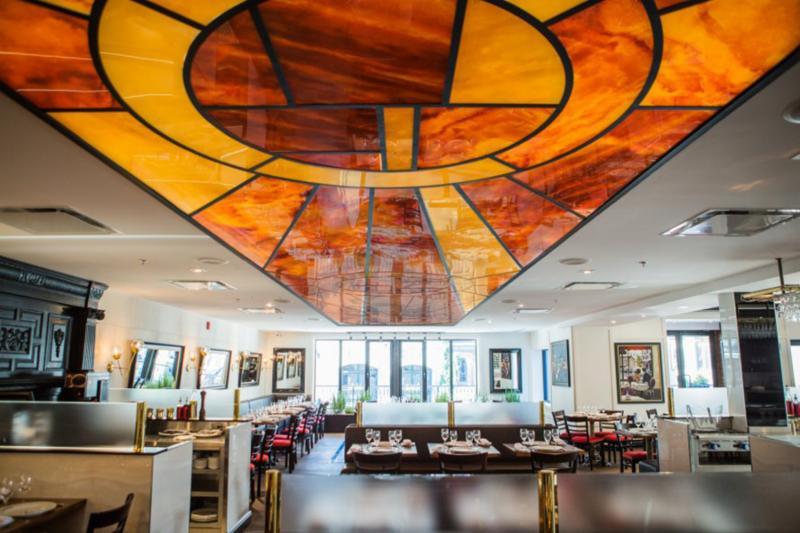 Projet: Bistro Thursday's / Montréal, Qc     Produit: LUMI-ONYX, plusieurs motifs/couleurs     Application: Plafond     Design: LUMIGRAF