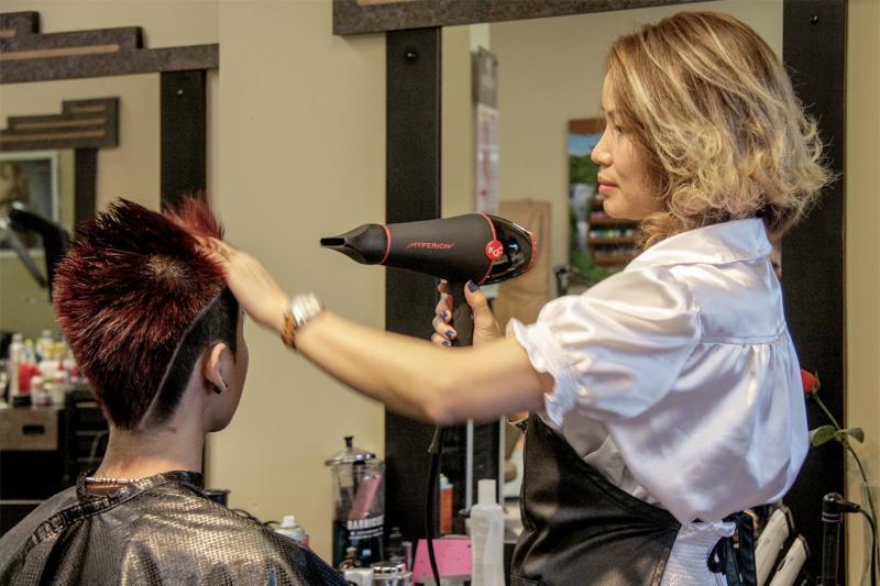 Platinum Hair Group - Photo 1
