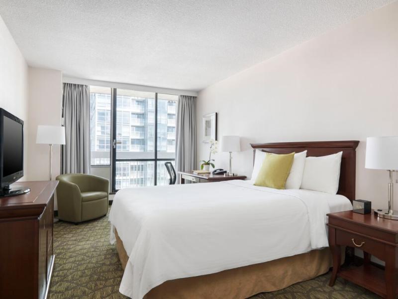Chelsea Hotel, Toronto - Photo 3