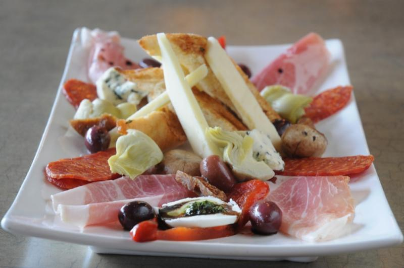 Canelli's Eatery - Photo 9