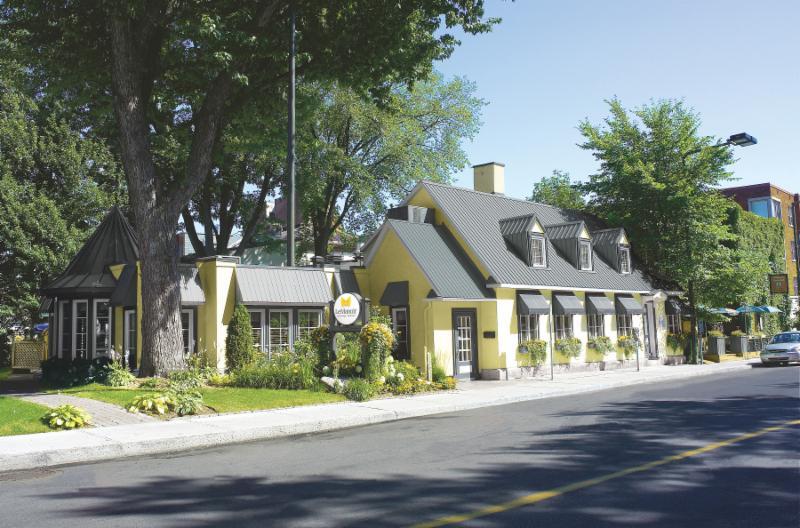 Au sein d'une maison historique, le restaurant Le Manoir se trouve en plein c¿ur du centre-ville de Trois-Rivières - Manoir du Spaghetti