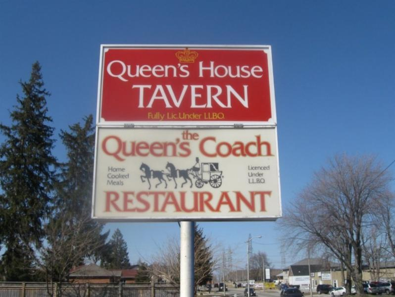 Queen's Coach Restaurant - Photo 2