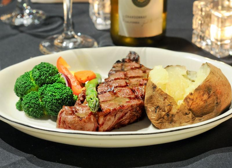 Towne And Country Steakhouse - Photo 4