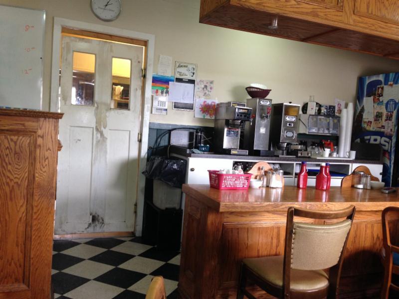 Lock Street Diner - Photo 4