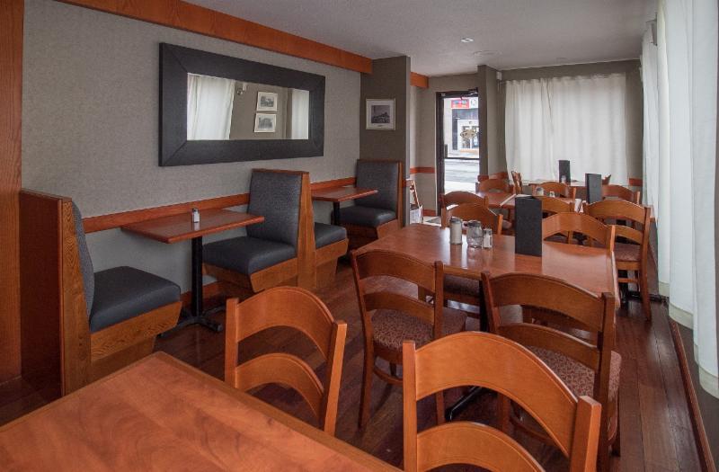The Village Restaurant - Photo 35