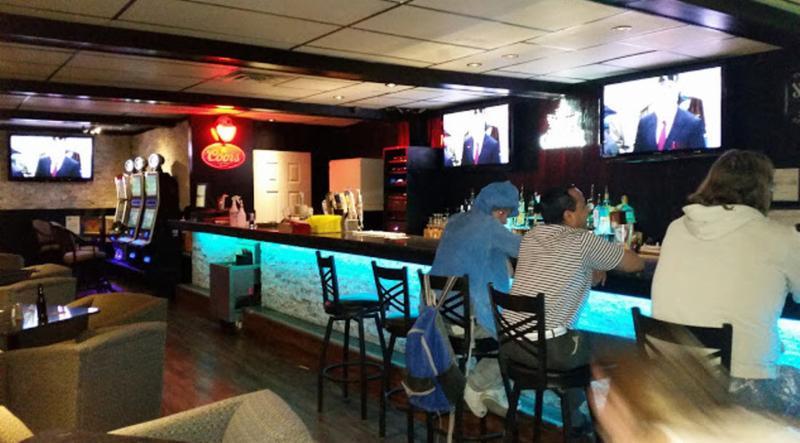 Koko's Restaurant & Sports Lounge - Photo 3