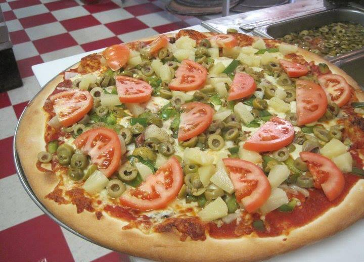 Louis Gee's Pizza & Donairs - Photo 2