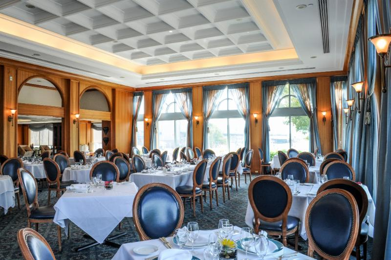 Breakwater restaurant mississauga on 15 stavebank rd for Best private dining rooms mississauga
