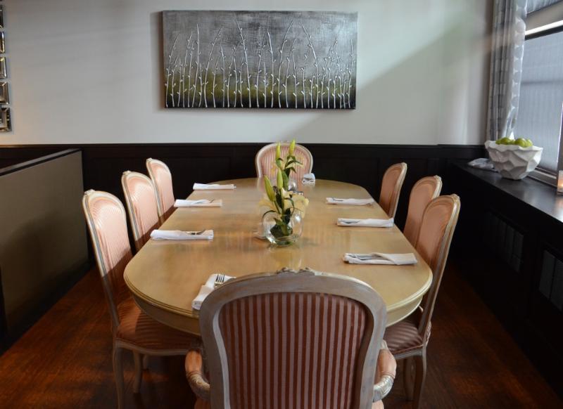Leyle's Resturant Lounge - Photo 1