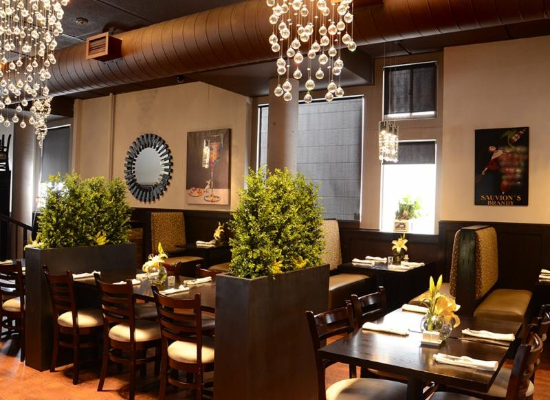Leyle's Resturant Lounge - Photo 2