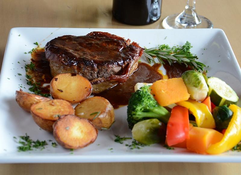 Leyle's Resturant Lounge - Photo 7