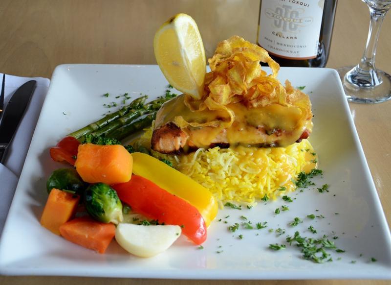 Leyle's Resturant Lounge - Photo 8