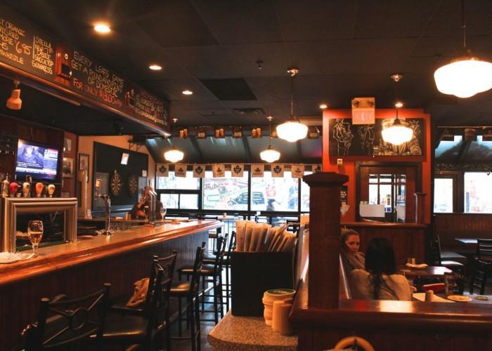 Crown & Dragon Pub - Photo 2