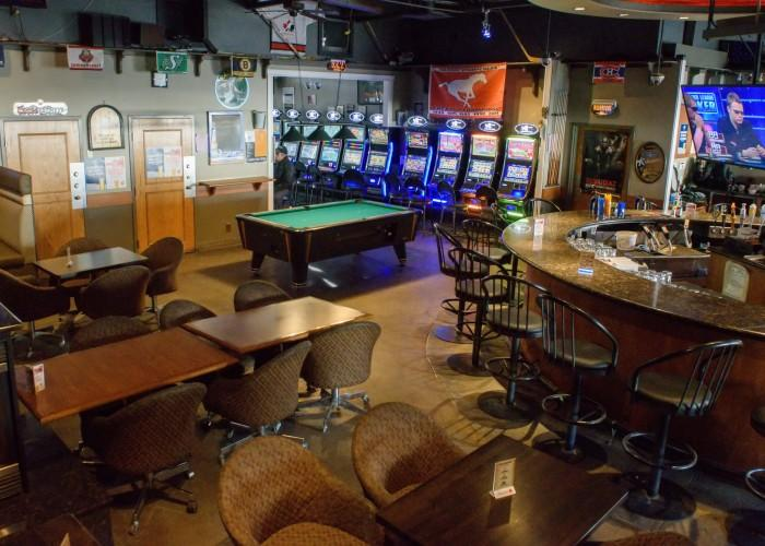 Tops Pizza & Sports Bar - Photo 4