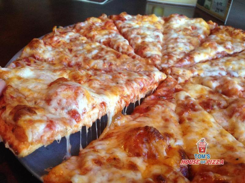Tom's House of Pizza - Photo 4