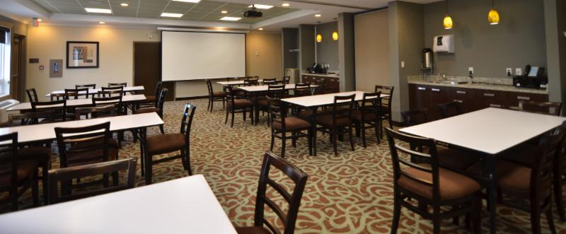 Comfort Inn & Suites - Photo 9