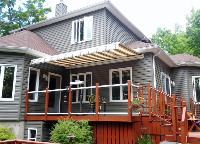 La maison de l 39 auvent canton de granby qc 849 rue de for Auvent de maison